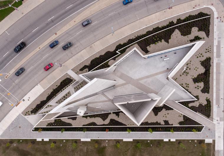 加拿大国家大屠杀纪念碑-3