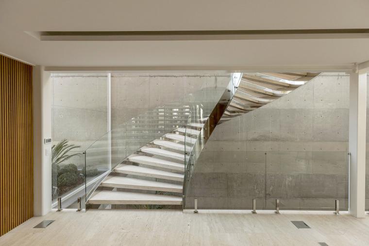 结构与空间融合的JardimdoSol住宅-24