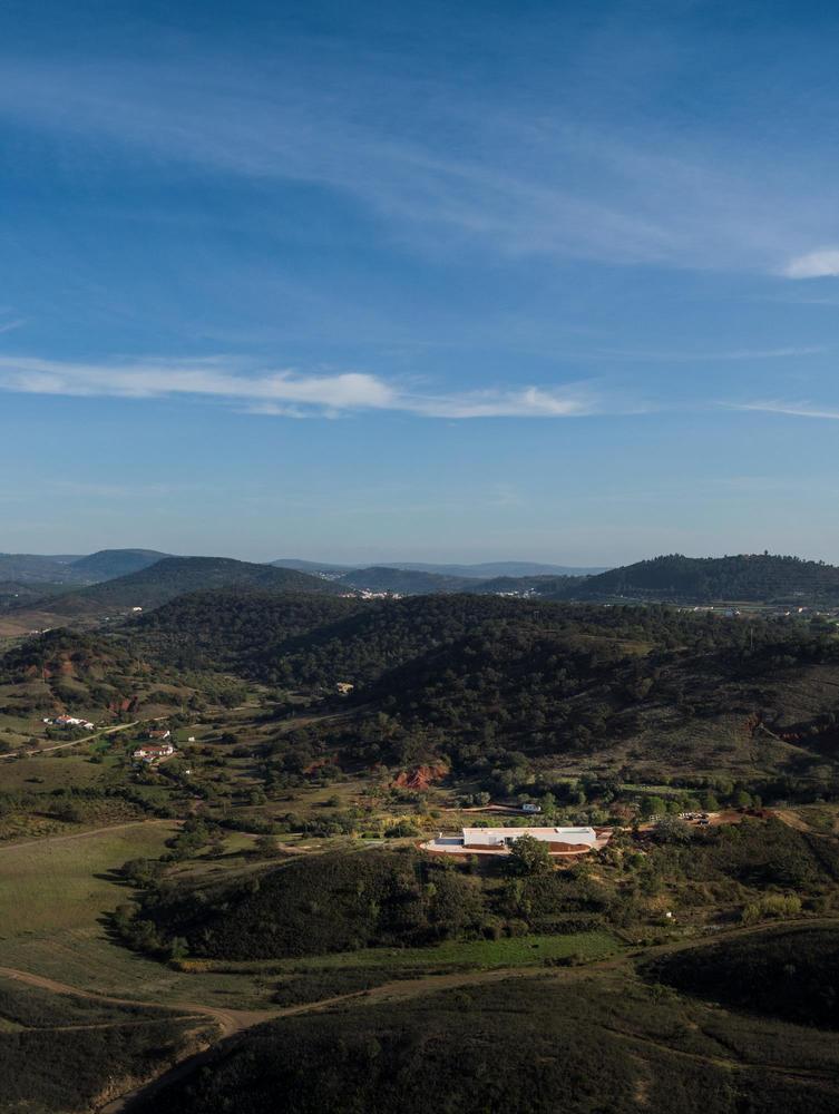 葡萄牙雕塑艺术般写意的住宅-1551071402762268