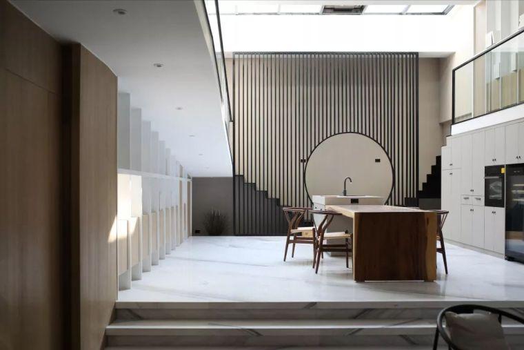 设计师竟把最有意思的坡道搬进家里,边走边欣赏