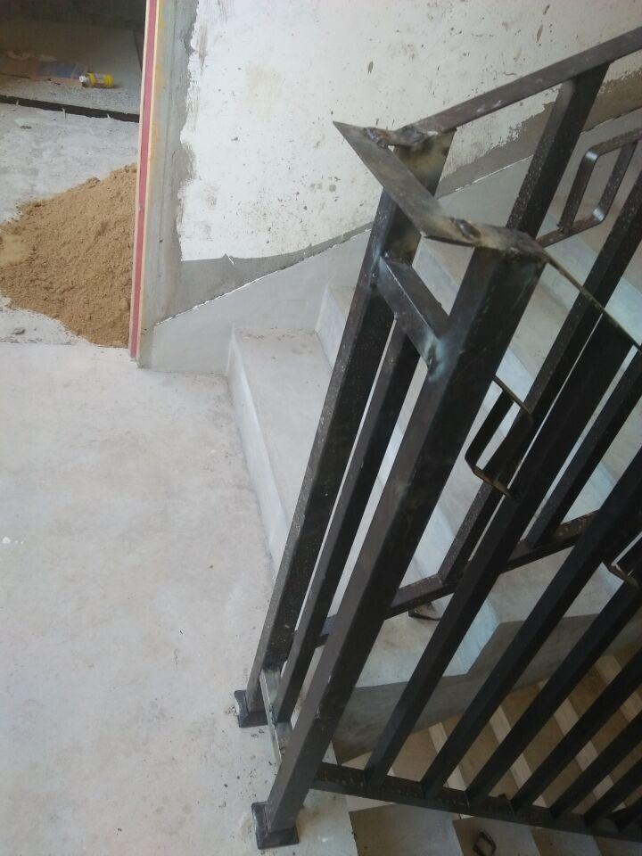 这楼梯转角做的对??