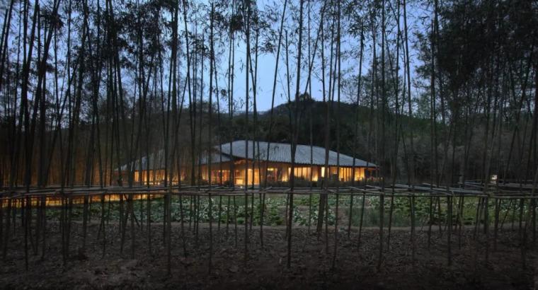 用一首诗做设计,52天建成一座院子,带火一整个村庄!