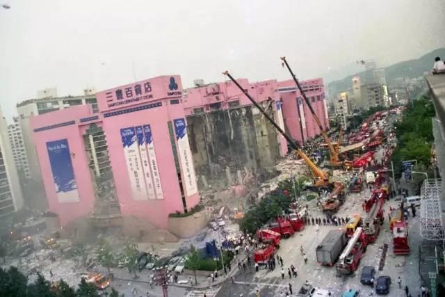 百货大楼20秒塌为平地,1500人被埋人神共愤,只因贪图半天营业额