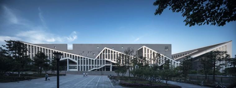U型大学教学楼设计资料下载-合肥工业大学宣城二期教学楼——徽派文化元素的探索 / 华南理工