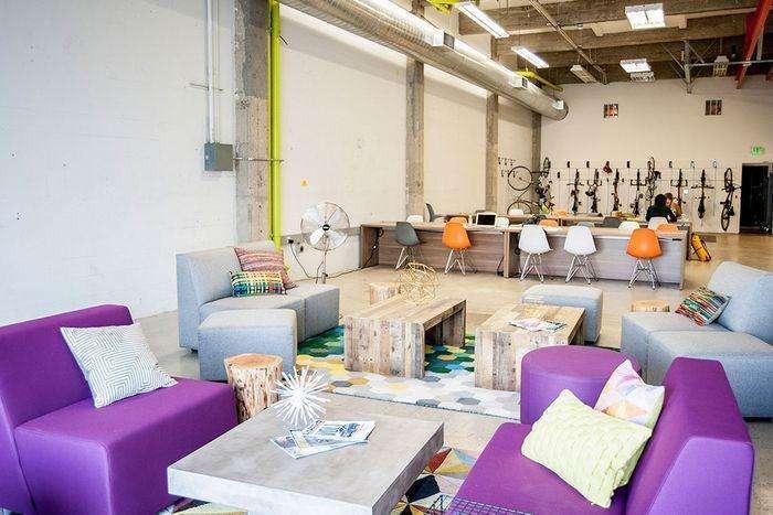 合肥办公室装修设计,赋予这个高挑的空间生命力和温暖感