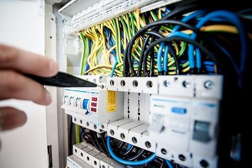 浅谈建筑电气施工管理(共6页)