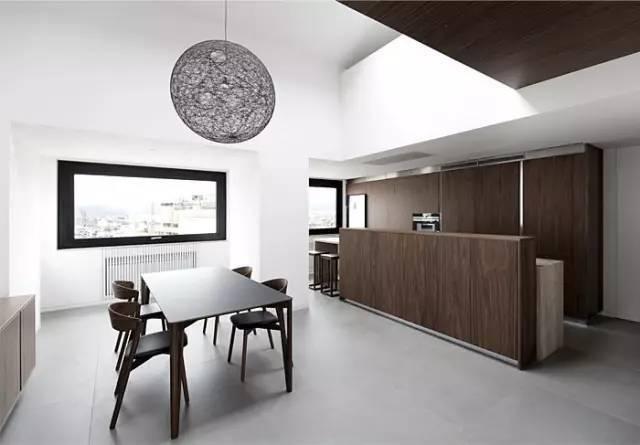 现代简约风格装修案例,家里用大白墙就显得不值钱吗?