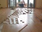 """木地板也能""""爬上墙"""",木地板铺装工艺"""
