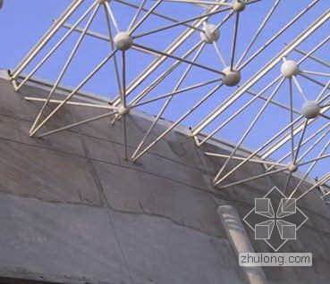 提高网架间外墙抹灰质量
