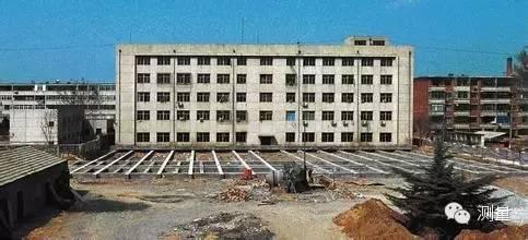 你知道整栋大楼是怎么移位的吗?移位施工。