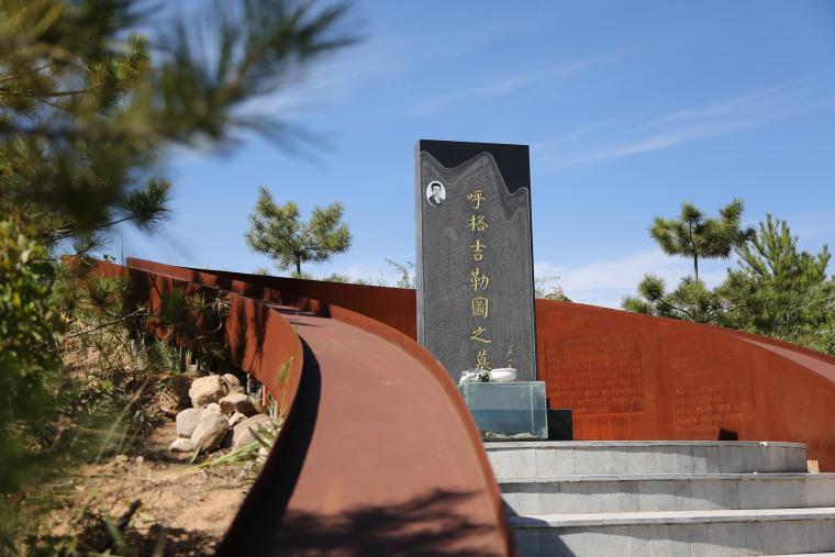 012-tombstone-for-huge-jiletu-china-by-bai-design-international