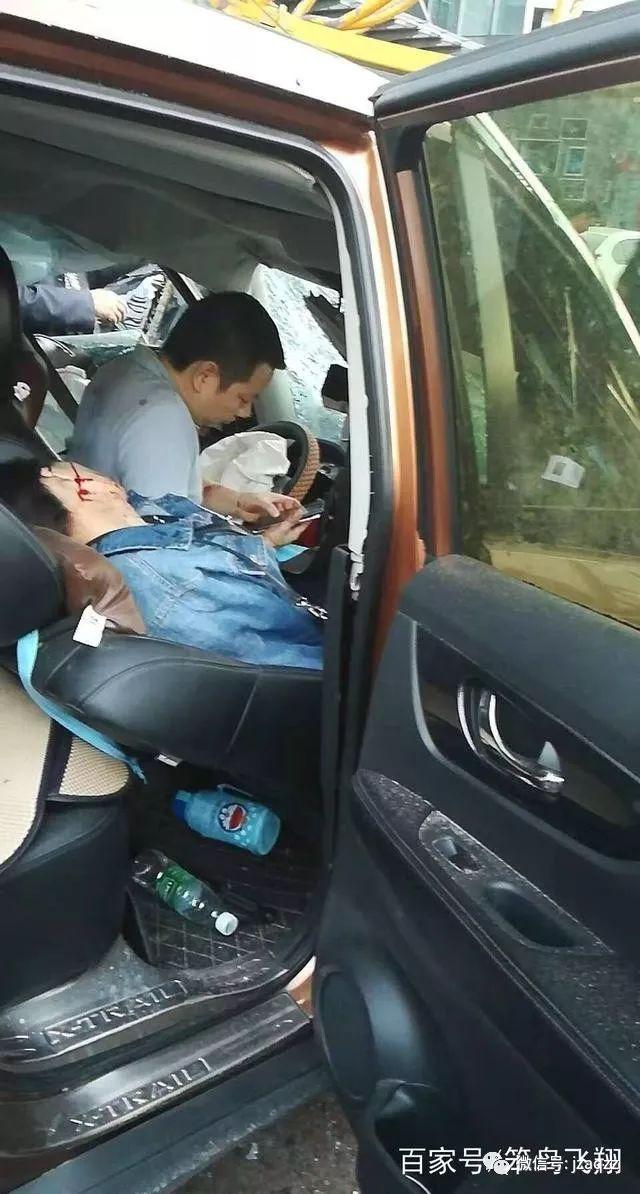 10月10日成都温江一施工塔吊倒塌,致9人受伤!心如刀割!_5