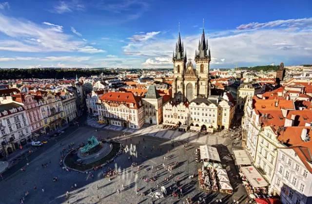 全球50个地标性建筑,认识10个就算你合格!-布拉格广场(捷克•布拉格).jpg