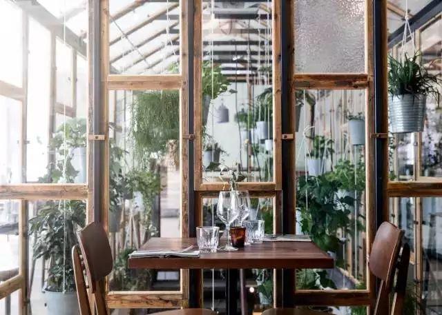 等有钱了,开一家这样的植物餐厅!