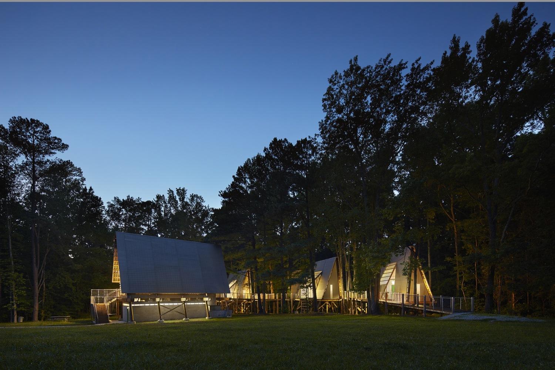 格雷汉姆营地的这个新的,可容纳36人的场所包括了一系列沿着森林的