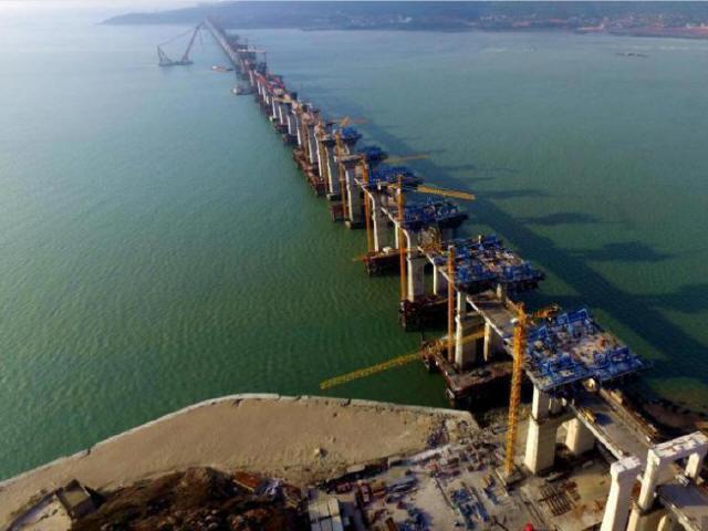 中国首座跨海峡公铁两用大桥完成桩基施工_2