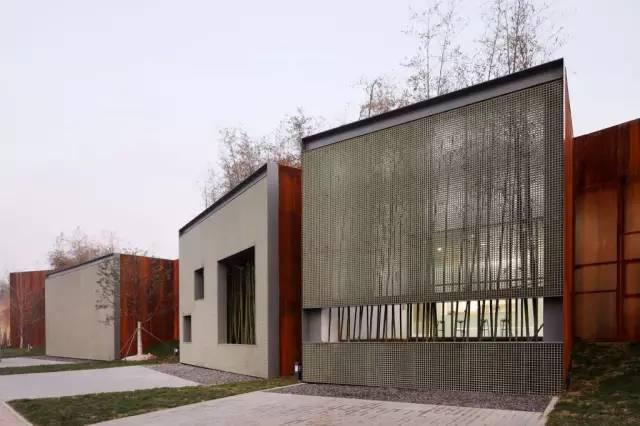 看建筑大师是如何使用锈钢板的?_30