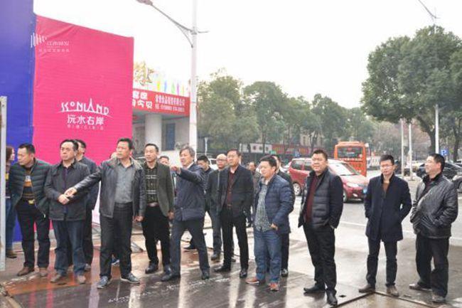 临澧县政协党组副书记刘茂梅带团考察江南临江棚改项目
