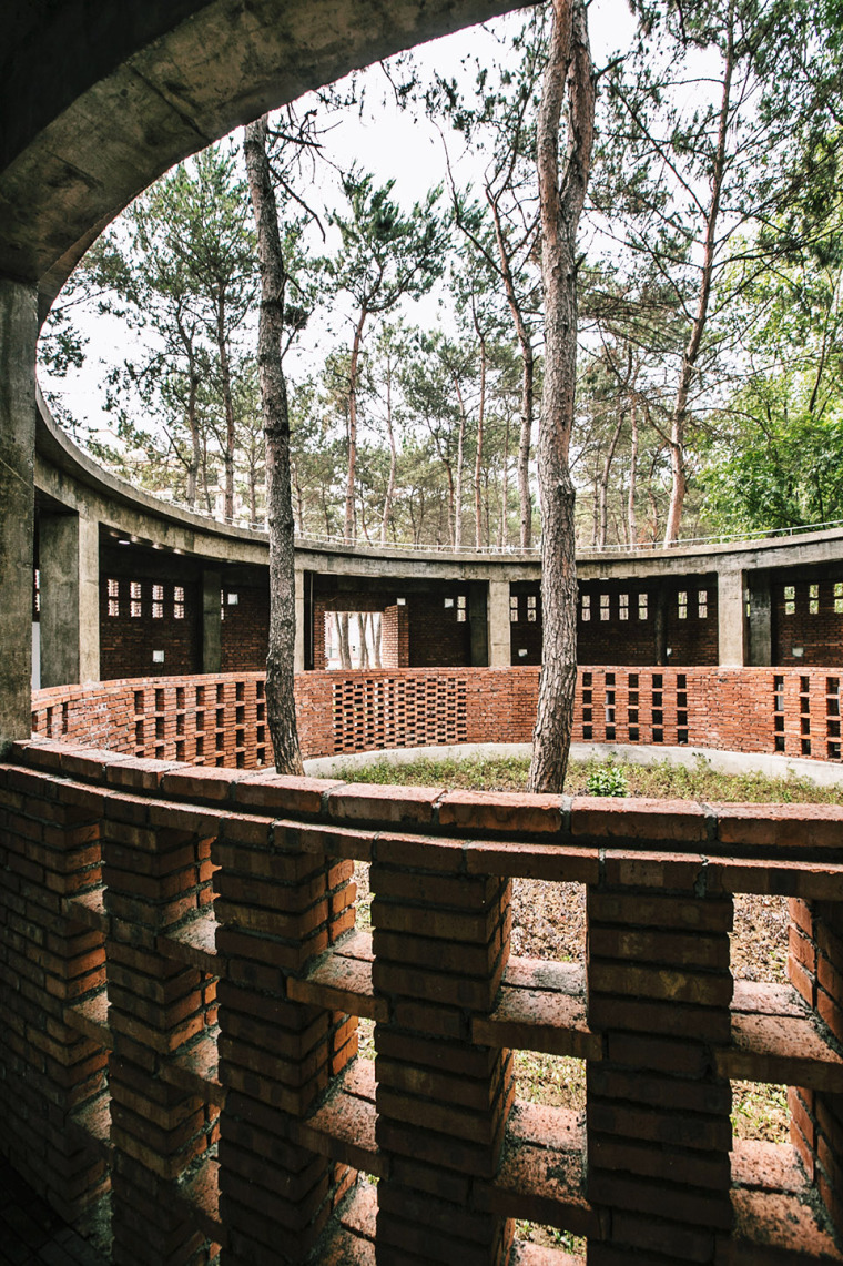 湖北澴河环厕建筑-8