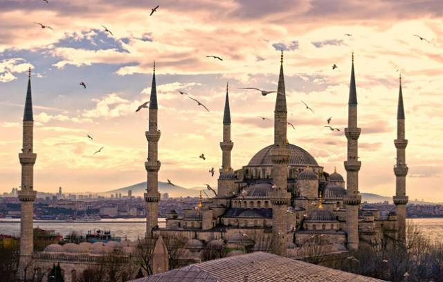 全球50个地标性建筑,认识10个就算你合格!-圣索非亚大教堂(土耳其).jpg
