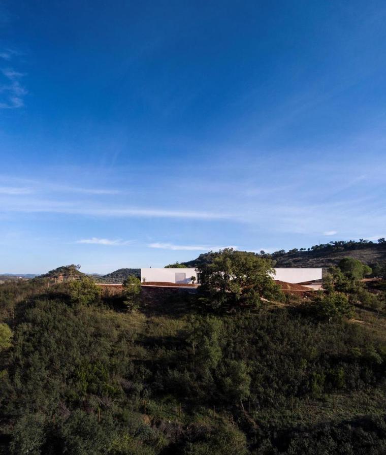 葡萄牙雕塑艺术般写意的住宅-1551071402950232