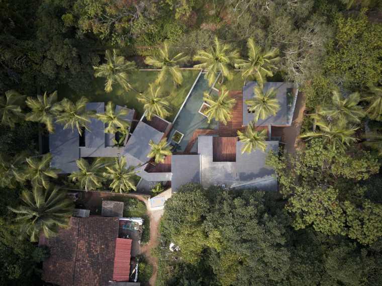 光影流转,蜿蜒隐匿于自然丛林的度假别墅/Abraham John建筑师事