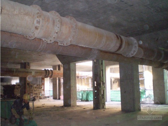 建筑工程地铁车站顺逆作法同时施工工法