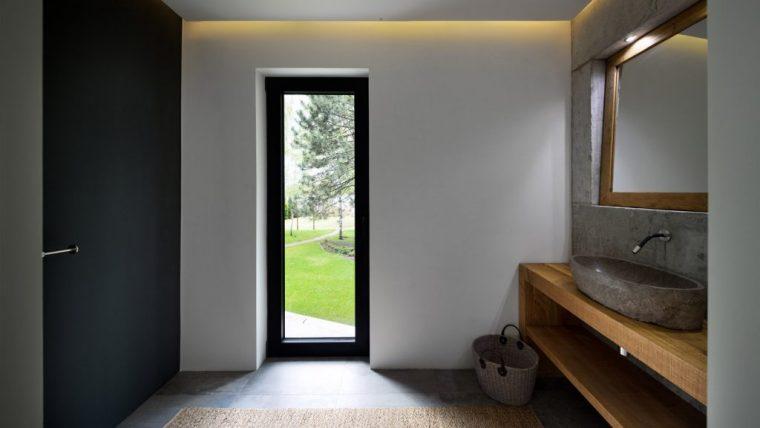 落地窗户和暗色调,这所乌克兰豪宅让光影成为了主角_12