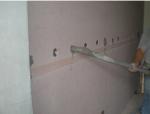 空心墙上安装电视一体机的加固措施
