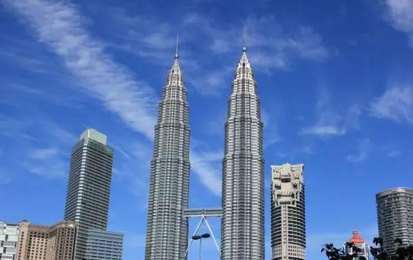 全球50个地标性建筑,认识10个就算你合格!-双子塔(马来西亚·吉隆坡).jpg