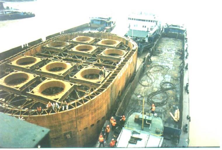 [重庆]长江大桥深水基础双壁吊箱钢围堰施工技术