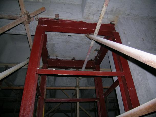 工具式钢支撑施工升降机基础加固施工工法