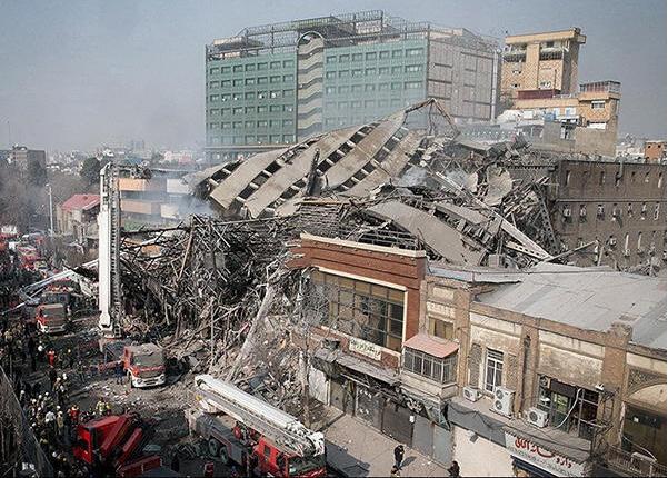伊朗首都一17层商业楼起火坍塌,估计数十人被困