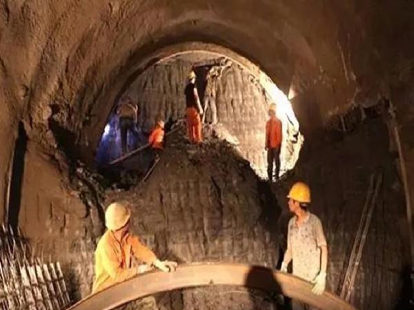 隧道冒顶事故原因及措施