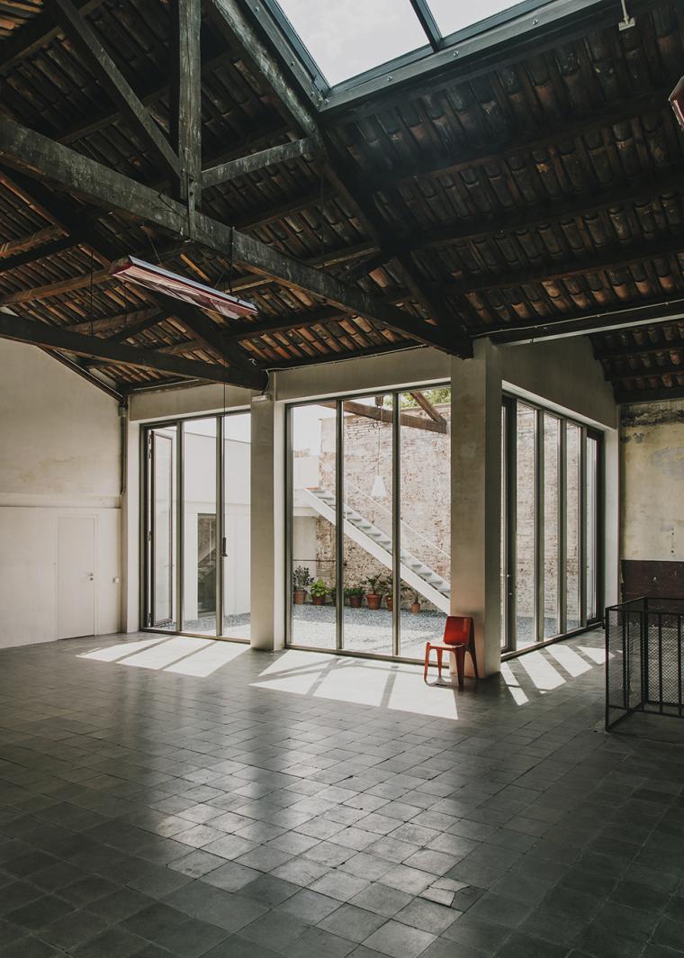 仓库建筑的古典风格Montoya办公楼-8