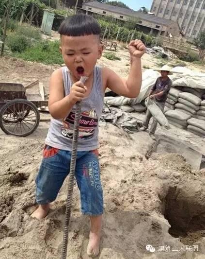 """""""我的爸爸是做工程的,他没有节假日,不能陪我玩……"""""""