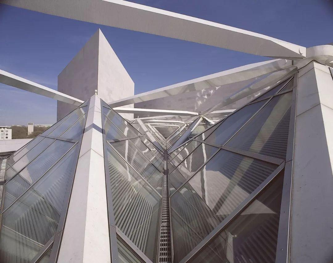 致敬贝聿铭:世界上最会用「三角形」的建筑大师_16