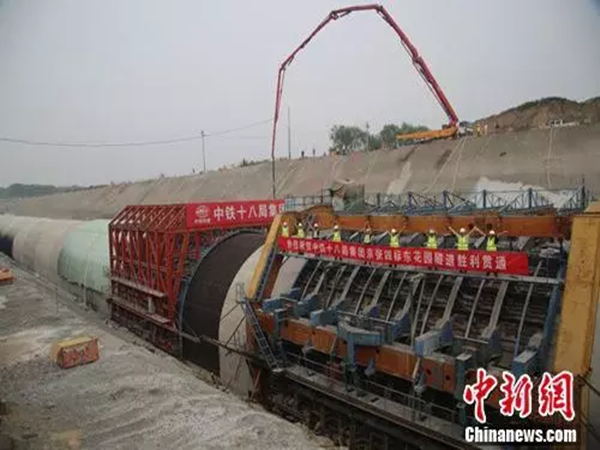京张高铁东花园隧道使用多项智能技术