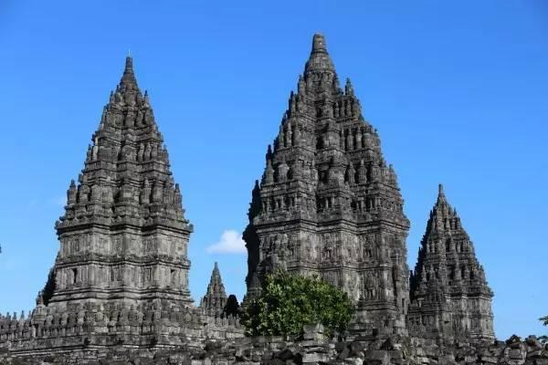 全球50个地标性建筑,认识10个就算你合格!-普兰巴南寺庙群(印度尼西亚).jpg