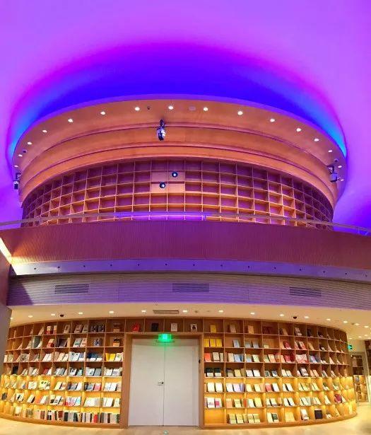 从半路出家到建筑大师,安藤忠雄设计的书店让你不想回家_10