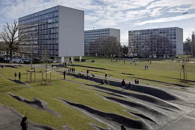 法国建成了一座布满满沟壑的公园_2