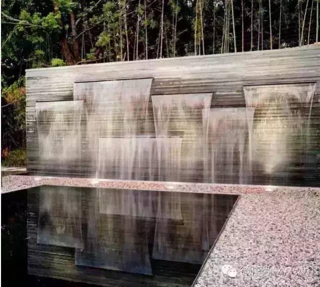 交错喷水景墙是如何设计的?