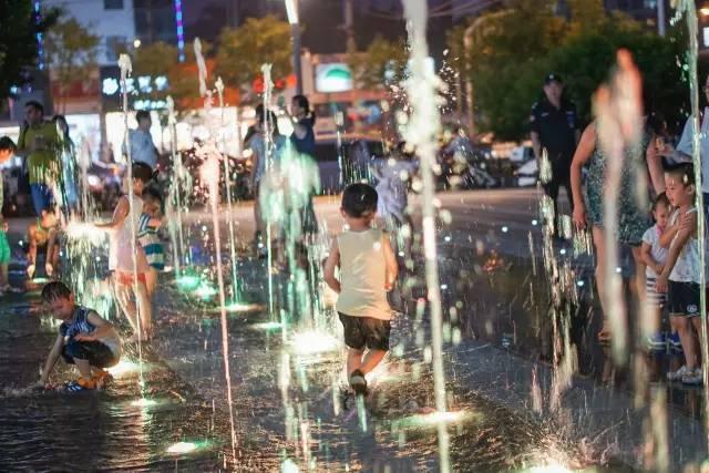 一个单词产生的设计灵感,结果火了北京的商业广场~_50
