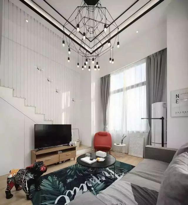 60平loft单身公寓,小小的家却承载着年轻人的梦想!