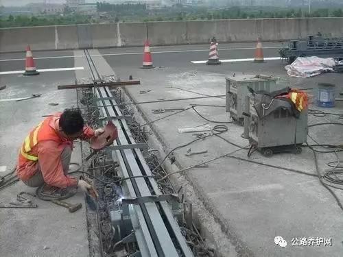 桥梁伸缩缝的施工方法及病害防治措施