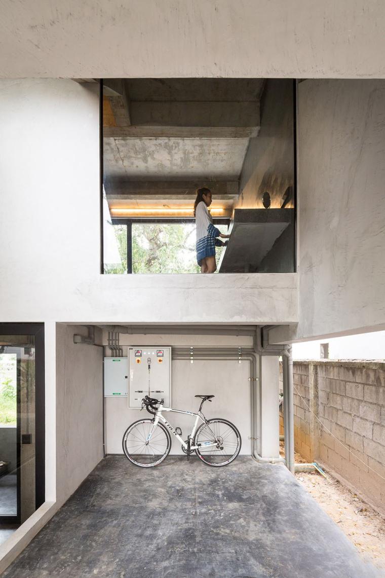 泰国设有阶梯式屋顶露台Fuzzy住宅-6
