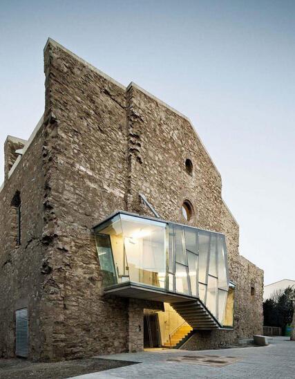 探讨如何实现新旧建筑的完美结合
