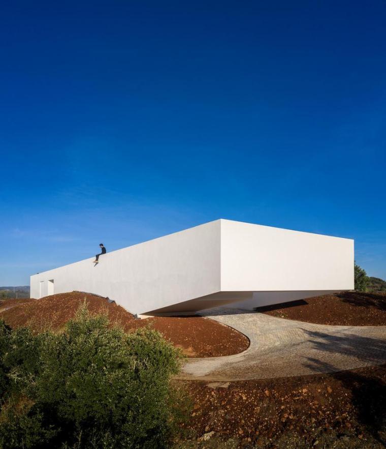 葡萄牙雕塑艺术般写意的住宅-1551071415604294