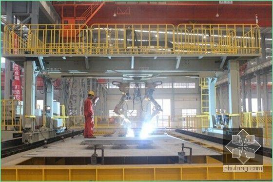[广东]著名跨海大桥桥梁工程钢箱梁制造新工艺及关键技术解读(图文并茂)-焊接机器人焊接横隔板