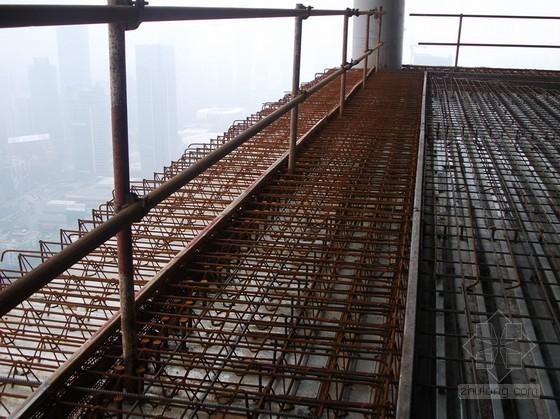 超高层建筑组合无支撑超长悬挑板施工工法(多图)